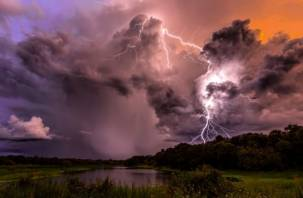 Гром и молния. На Смоленщине объявили «желтый» уровень опасности