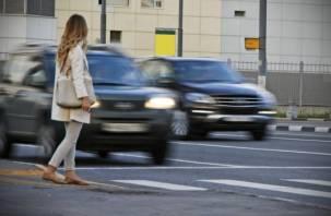 В Смоленской области под колеса автомобилей попали два человека