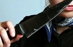 Разлучницу смолянка решила проучить ударом ножа в руку