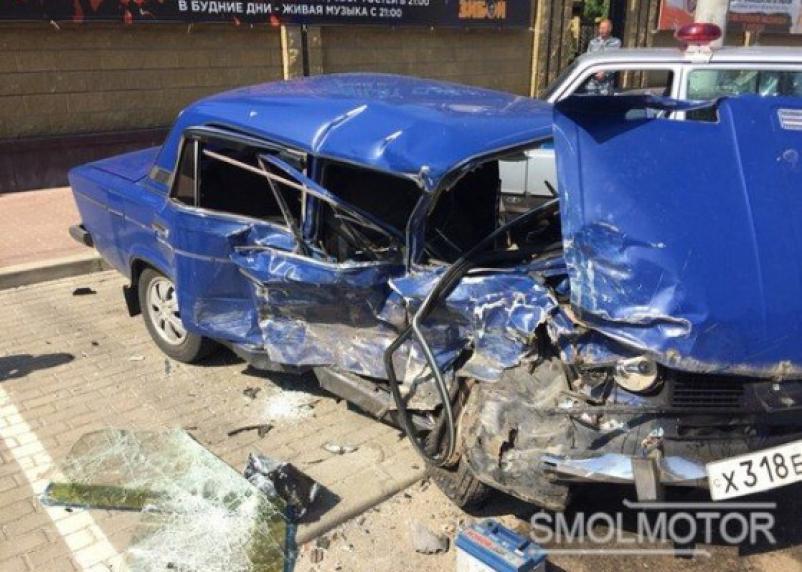 В серьезном ДТП в Смоленске пострадал водитель
