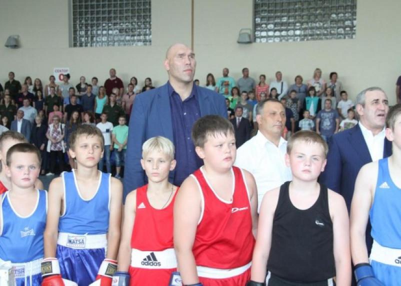 Николай Валуев провел открытую тренировку в Смоленске.ФОТО