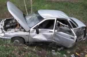 Два смоленских водителя вылетели в кювет. Есть пострадавшие