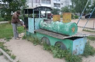 Детские площадки в Смоленске признаны опасными
