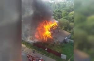 Сам или помогли? На Королевке в Смоленске сгорел частный жилой дом