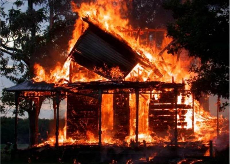 На Смоленщине полностью сгорел жилой дом