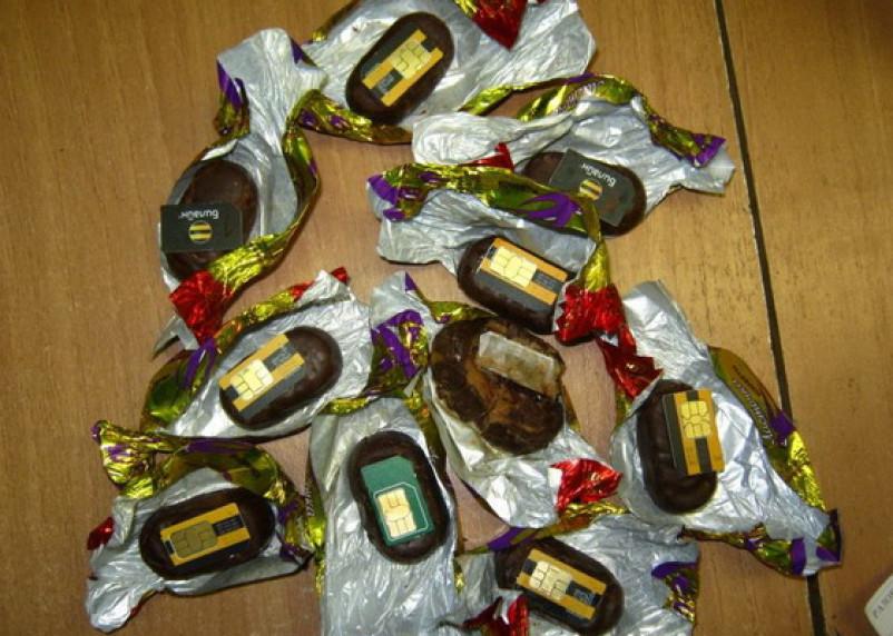Смоленского заключенного хотели накормить конфетами с сим-картами