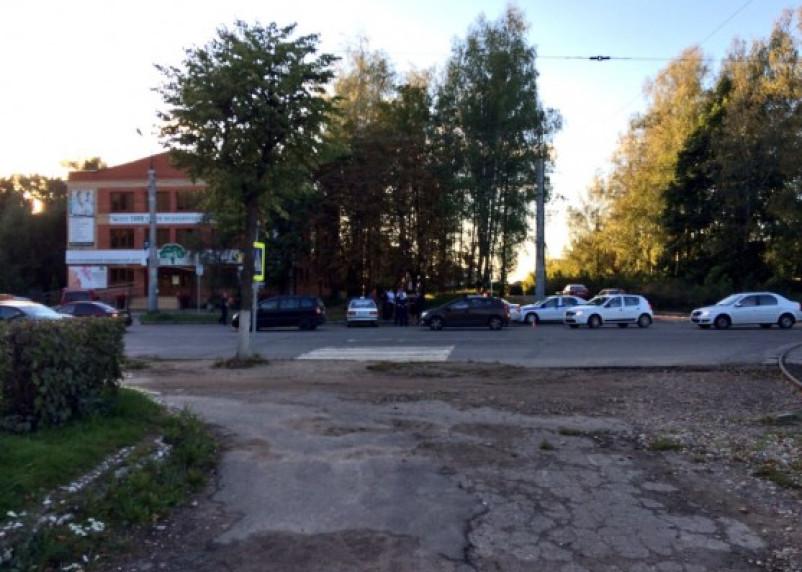 В Смоленске женщина погибла, попав под колеса фуры