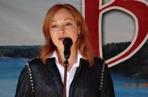 Актриса Виктория Тарасова поздравила жителей Пржевальского с Днем поселка