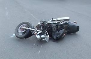 В Смоленской области водитель сбил двух подростков на мотоцикле