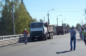 В Велиже прошли испытания отремонтированного моста