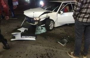 Дрифт на парковке у ТРЦ «Макси» закончился разбитыми авто