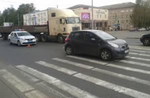 В Смоленске на улице Крупской ребенок попал под колеса автомобиля