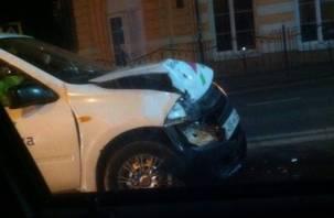 В центре Смоленска произошло ДТП с участием такси