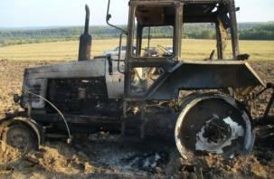 В Сафоновском районе тушили горящий трактор