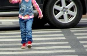 Под колеса автомобиля попал еще один смоленский ребенок