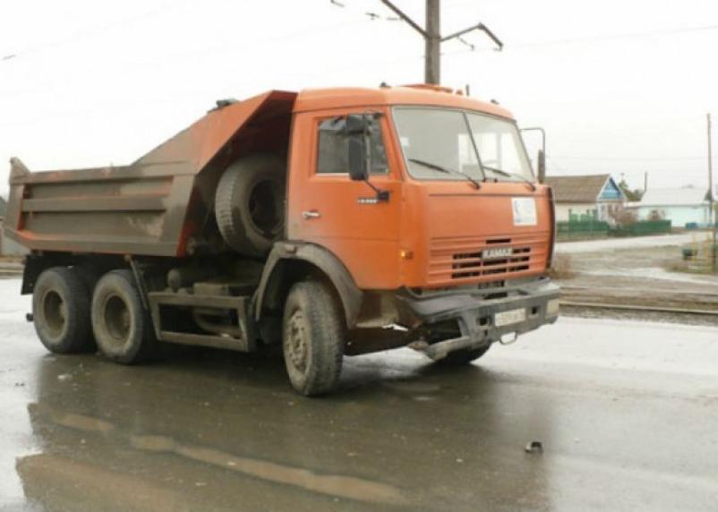 В Ярцеве «Москвич» влетел в КамАЗ. Два человека госпитализированы