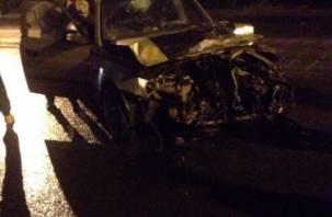 В ночном ДТП в Смоленске разбилась иномарка