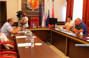 Смоленский чиновник обучил коллег из Керчи премудростям ЖКХ