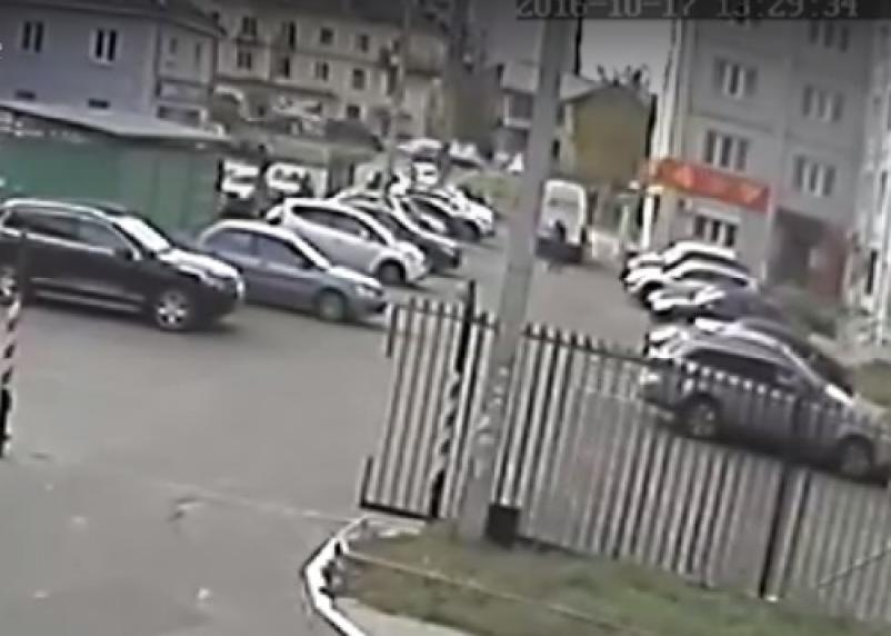 Гибель смолянина под грузовиком попала на видео