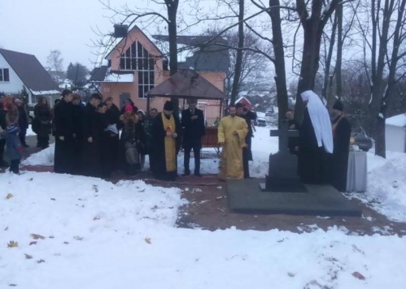 Возле церкви Михаила Архангела открыли памятник смоленскому историку-краеведу