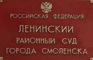 В Смоленске жена прокурора пытается засудить пенсионерку