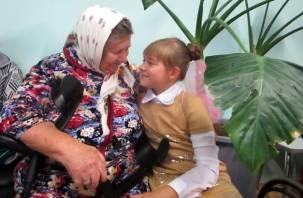 Смоленские школьники проведали стариков и инвалидов