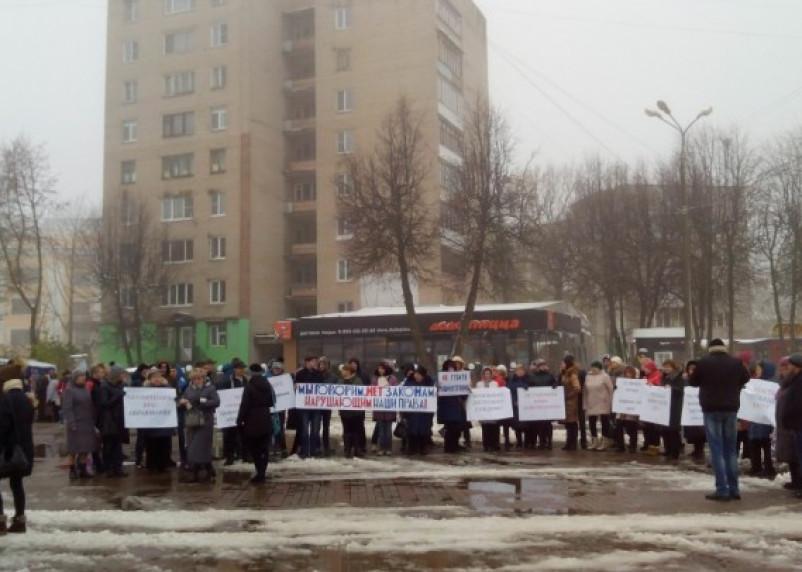 В Смоленске прошел митинг против оптимизации машиностроительного техникума