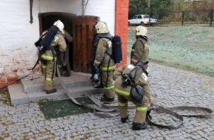 Пожарные тушили музей в самом центре Смоленска