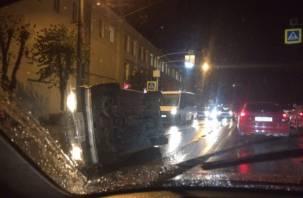В ДТП с перевернутой машиной в Смоленске пострадал пешеход