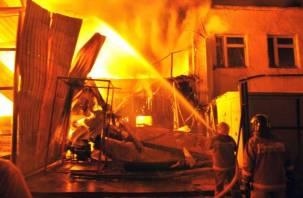 Под Смоленском сгорел производственный цех