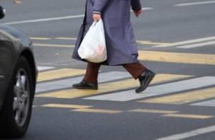 В Смоленске женщина-водитель наехала на двух пенсионеров