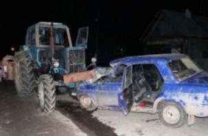 На Смоленщине «семерка» влетела в трактор. Водитель госпитализирован