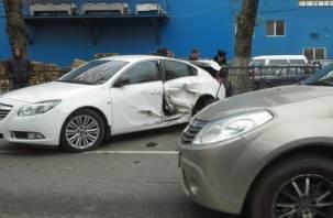 В Смоленске произошло крупное ДТП с участием трех авто