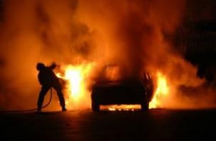 В Смоленске едва не сгорела иномарка
