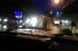 В Смоленске автомобиль перевернулся на бок