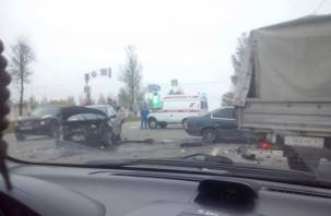 В Смоленске произошло жесткое ДТП. Две иномарки раскорежены