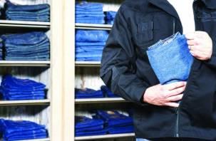Студенты смоленского колледжа украли вещи из гиперамаркета