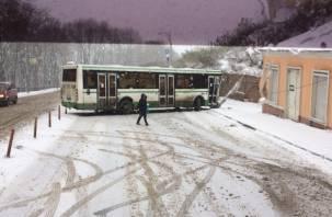 На Большой Советской автобус снес столб