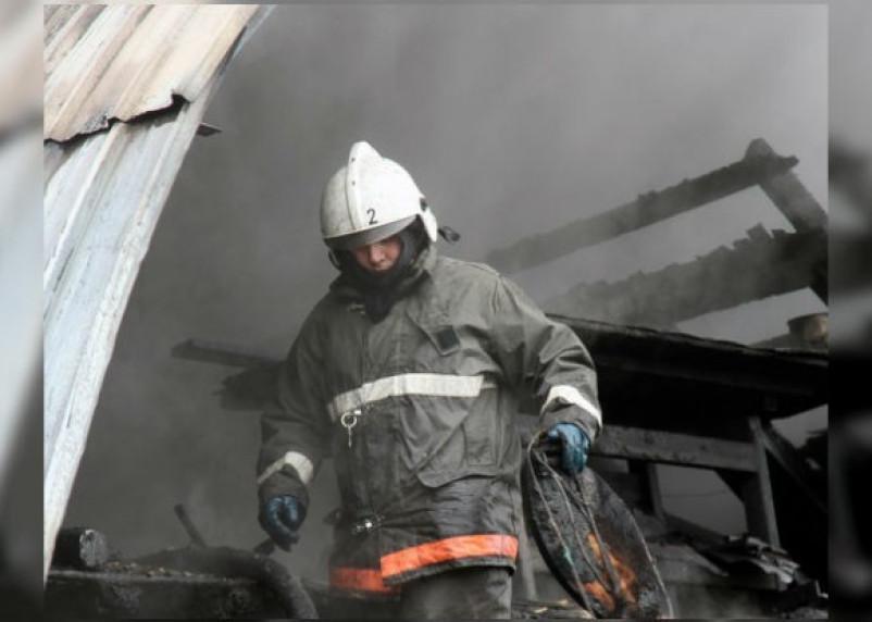 В Смоленской области сгорел ангар с пиломатериалами