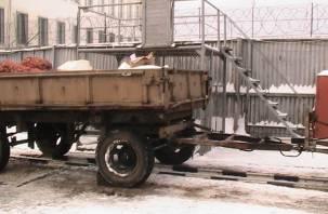 В Смоленскую колонию пытались провезти сотовые телефоны на тракторе