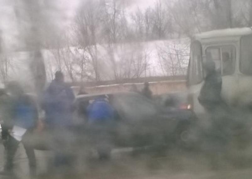 В Смоленске столкнулись две иномарки. Есть пострадавший