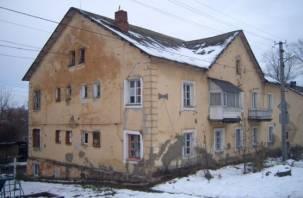 В Смоленске под одним из домов начал бить родник