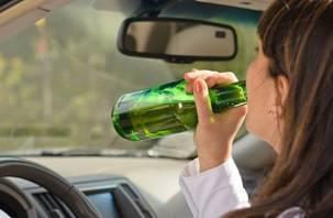 Пьяная смолянка пыталась угнать автомобиль, пока полицейский проверял документы водителя