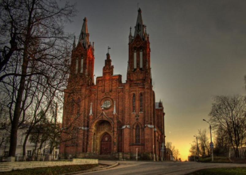 Заявление смоленского губернатора о католическом костеле вызвало религиозный скандал