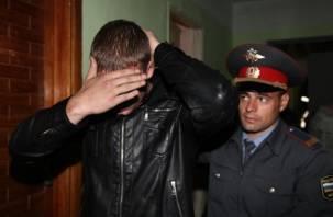 Житель Дорогобужа ударил полицейского и порвал ему форму