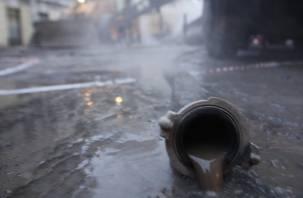 В Ленинском районе прорвало водопровод