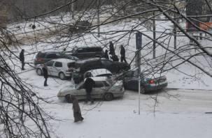 ДТП из семи автомобилей перекрыло движение на дамбе