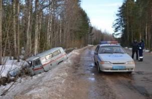 Под Смоленском «скорая помощь» спешила на ДТП и опрокинулась в кювет