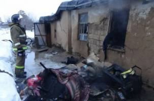 В Рославле пожарные спасли мужчину из горящего дома