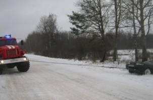 В Смоленской области BMW и ВАЗ вылетели в кювет